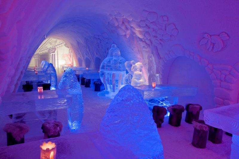 Ледяной ресторан в замке Финляндии. Фото