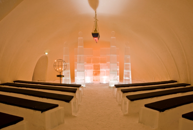 Ледяная часовня у ледяного замка в Финляндии. Фото