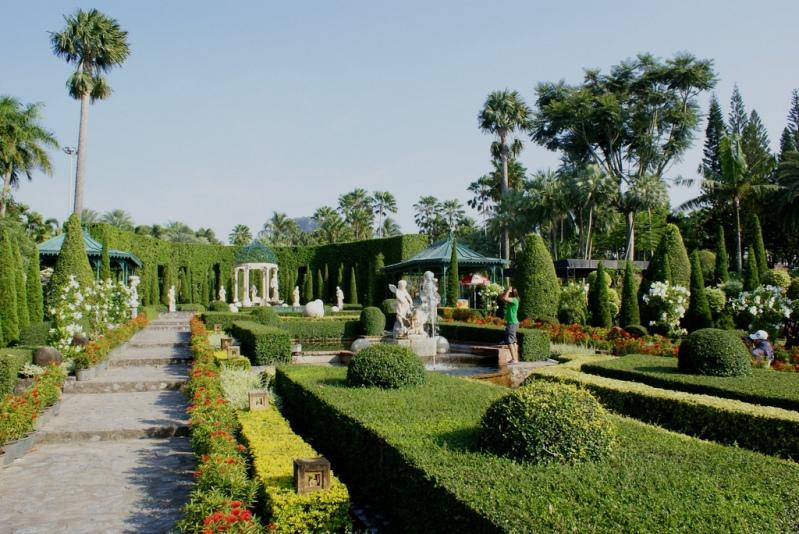 Европейский сад в Парке Нонг Нуч в Таиланде. Фото