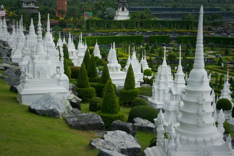 Французский сад в парке Нонг Нуч в Таиланде. Паттайя. Фото