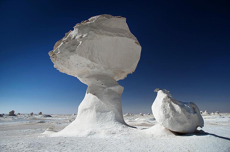 Необычные фигуры в Белой пустыне Египта. Фото