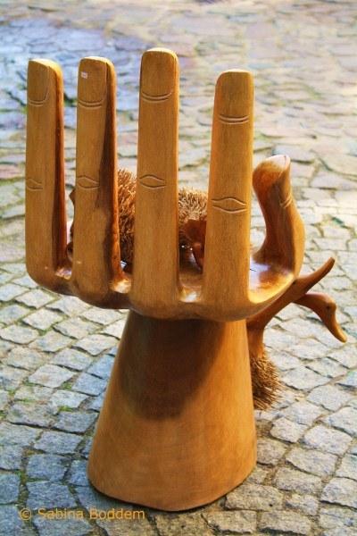 Скульптура в пассаже Двор искусств в Дрездене, Германия. Фото