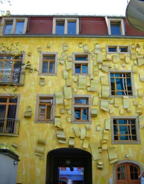 Необычная красивая отделка фасада. Фото