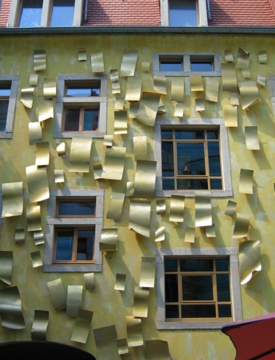 Двор света в пассаже Двор искусств в Дрездене. Фото