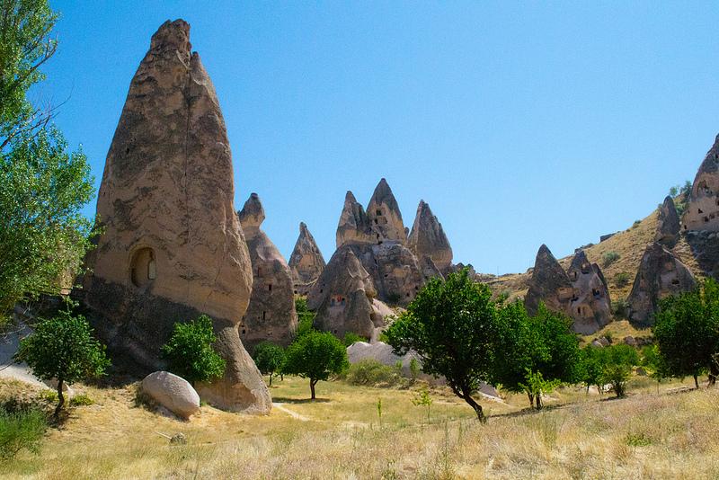 Необычные скалы Каппадокии. Турция. Фото