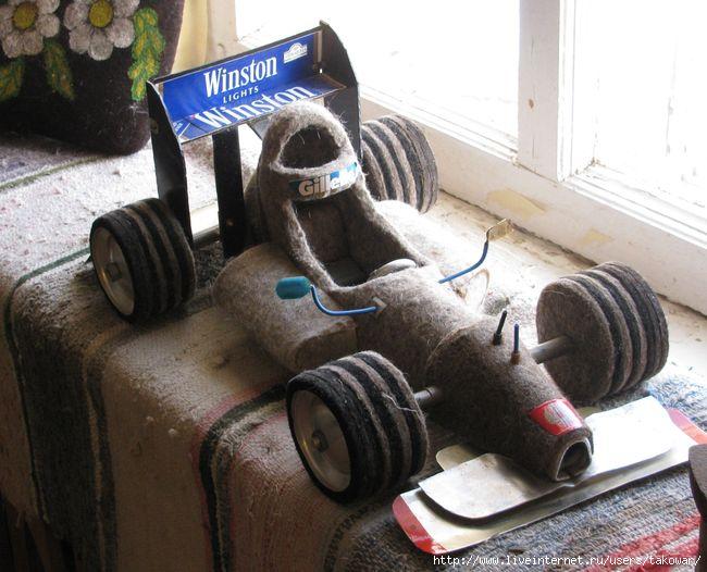 Гоночное авто из валенка в музее города Мышкин. Фото