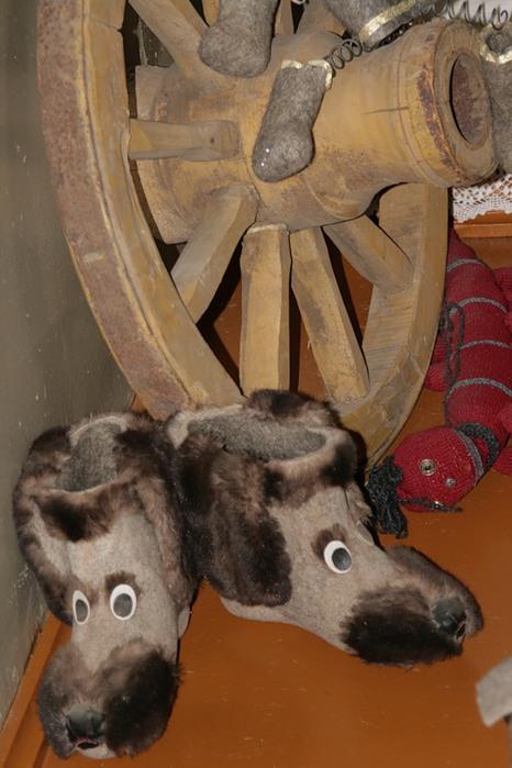 Необычные валенки в музее города Мышкин. Фото