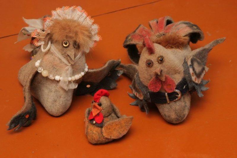Птички сделанные из валенок в музее города Мышкин. Фото