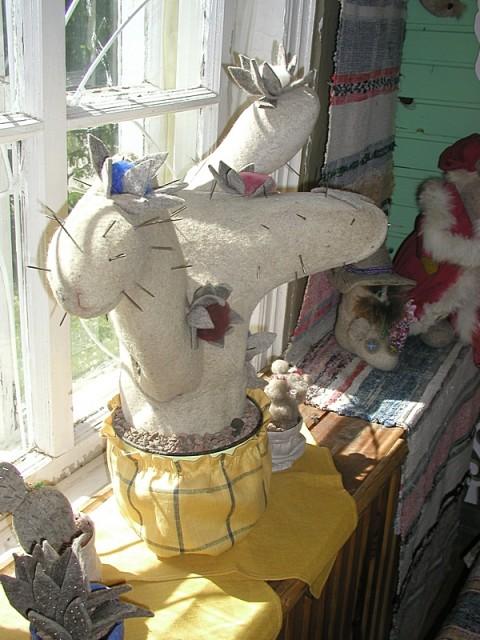 Необычные поделки из валенка в музее города Мышкин. Фото