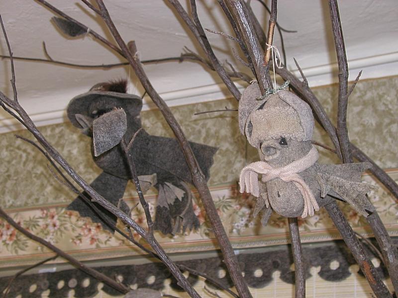 Необычные поделки из валенок в музее города Мышкин. Фото