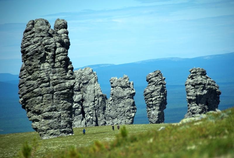 Столбы выветривания на плато Маньпупунер. Фото