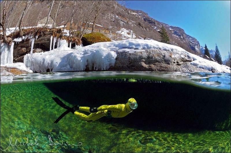 Река Верзаска в Швейцарии - самая прозрачная в мире. Дайвинг. Фото