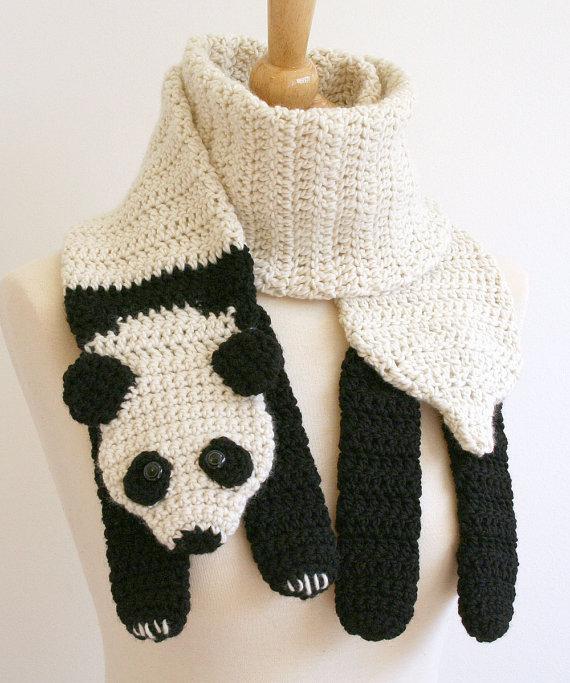 Вязаный шарф-панда. Фото