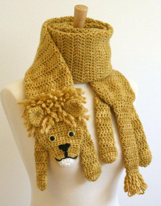 Вязаный шарф-лев. Фото