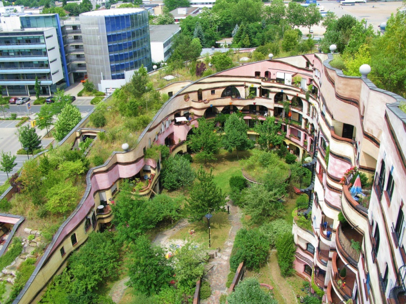Дом Лесная спираль в биоморфном стиле от архитектора Хундертвассера. Фото