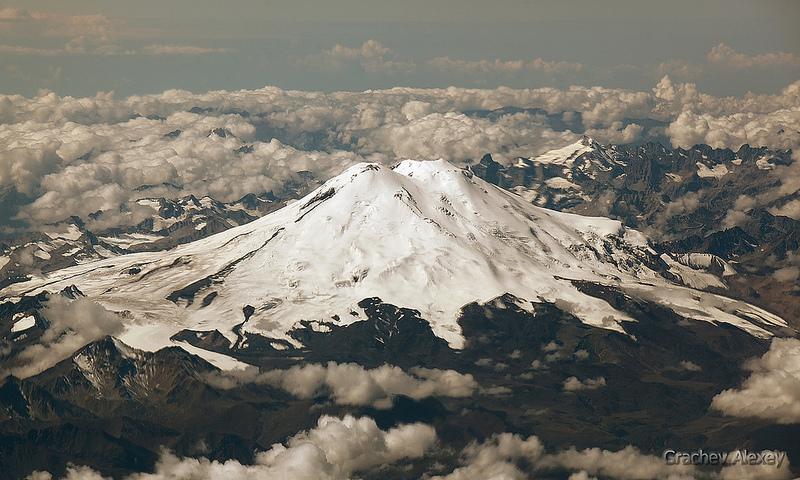 Гора Эльбрус - вид сверху фото