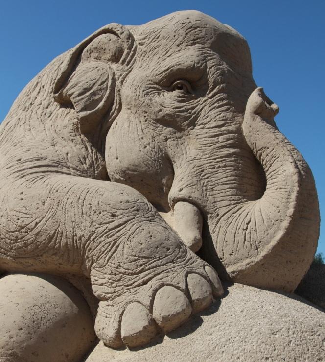 Слон. скульптура из песка, Лаппеенранта, Финляндия. фото