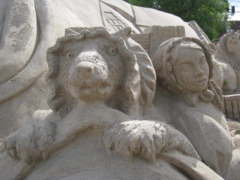 Волк и Красная шапочка. Скульптура из песка