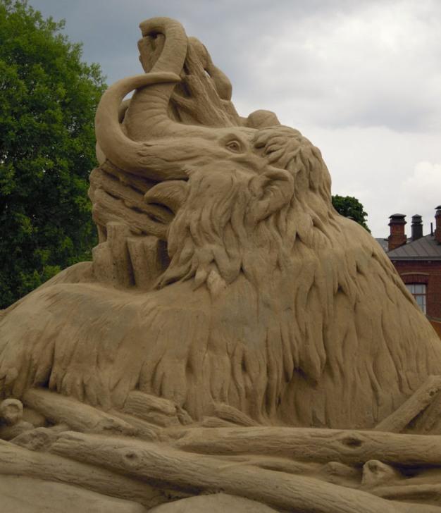 Мамонт. скульптура из песка, Лаппеенранта, Финляндия. фото