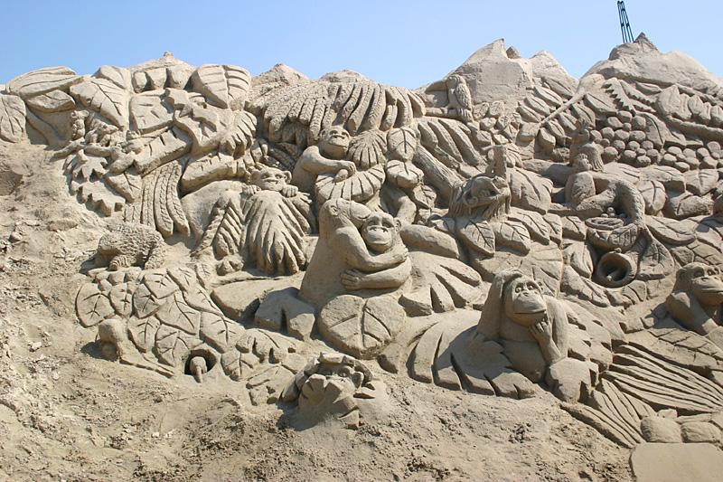 Обезьяны. скульптура из песка, Лаппеенранта, Финляндия. фото