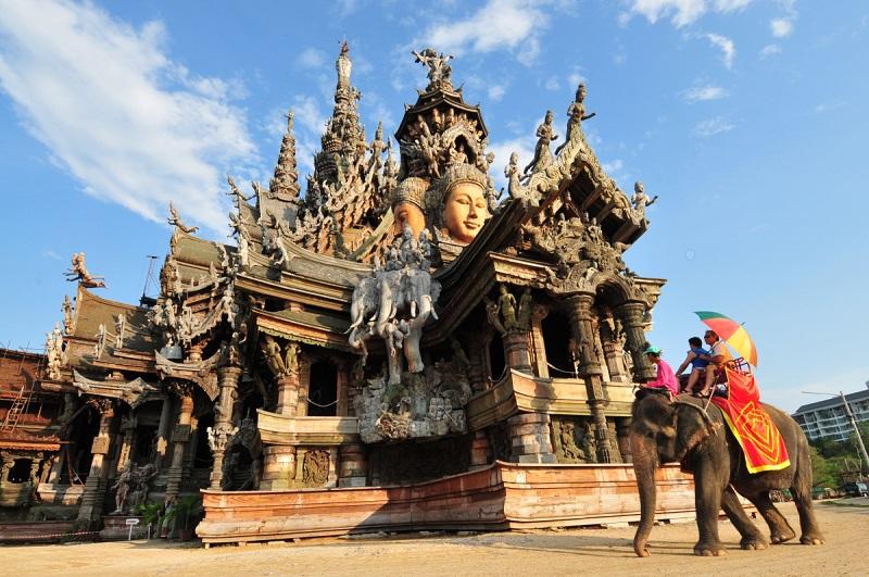 Деревянный Храм истины в Паттайе, Таиланд. фото
