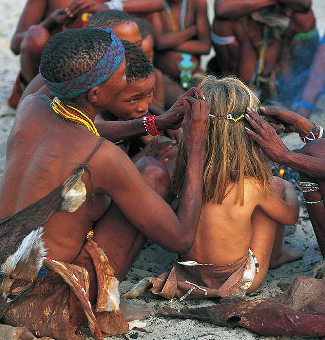 Типпи Дегре в племени аборигенов Намибии. Девочка-Маугли в Африке. Фото