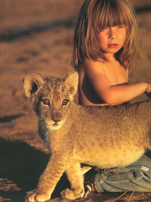 Типпи Дегре и львенок. Девочка-Маугли в Африке. Фото