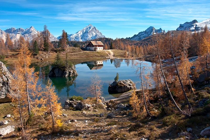 Доломитовые Альпы осенью. Фото