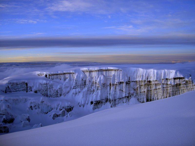 Снега на горе Килиманджаро. Фото