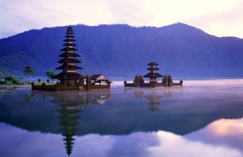 Храмовый комплекс Пура Улун Дану Братан. Бали. Фото