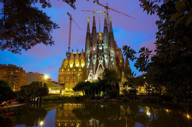 Гауди: Собор Святого Семейства в Барселоне