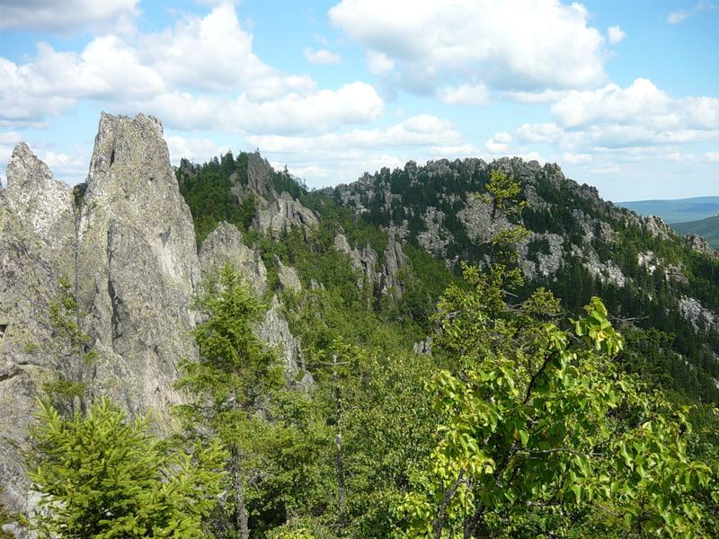 Вид на вторую вершину Двуглавой сопки. Парк Таганай. Фото