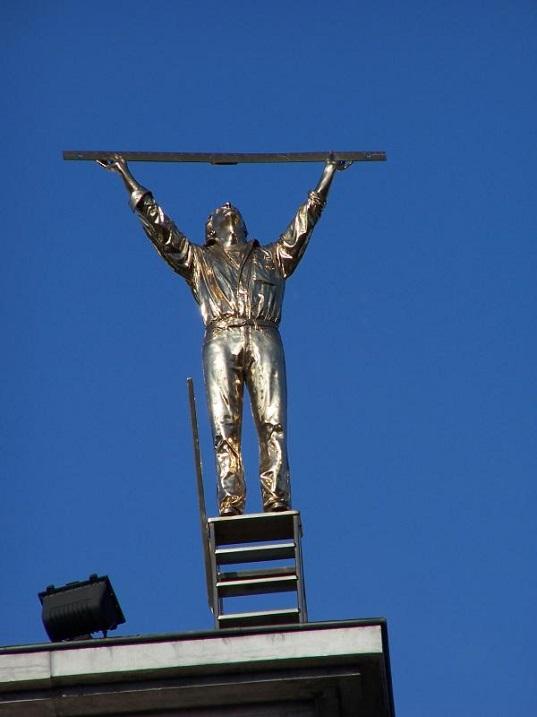 Скульптура. Человек измеряет небо. Амстердам. Фото