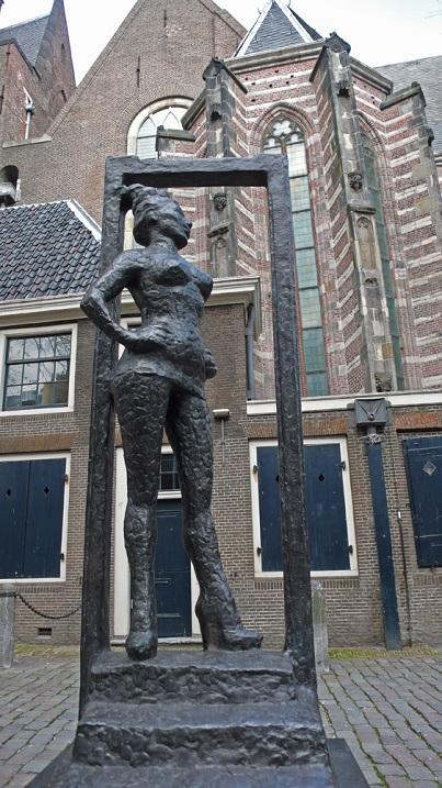 Необычные скульптуры в Амстердаме. Фото
