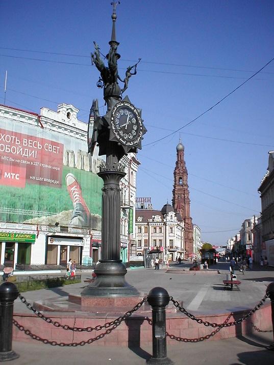 Скульптура в Казани - Часы на площади Тукая. Фото