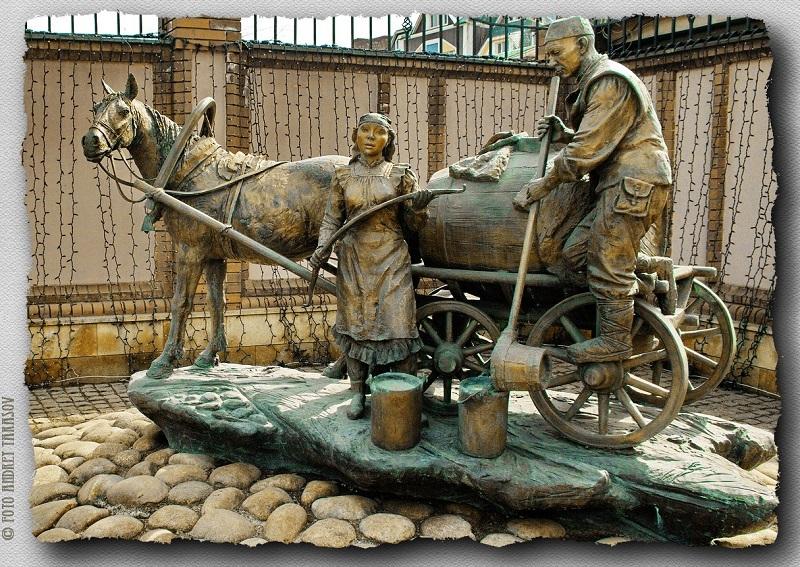 Скульптура в Казани - водовоз. Фото