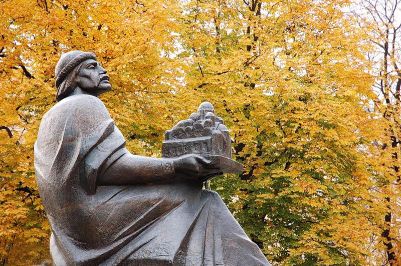 Необычные памятники Киева. Фото
