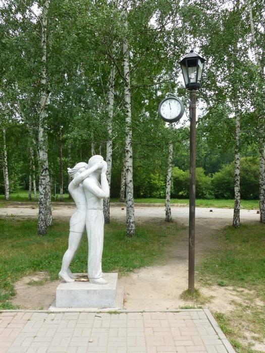 Памятник первому свиданию в Новосибирске. Фото