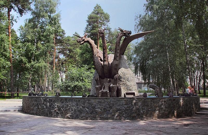 Памятник Змею Горынычу и Кощею Бессмертному в Новосибирске. Фото