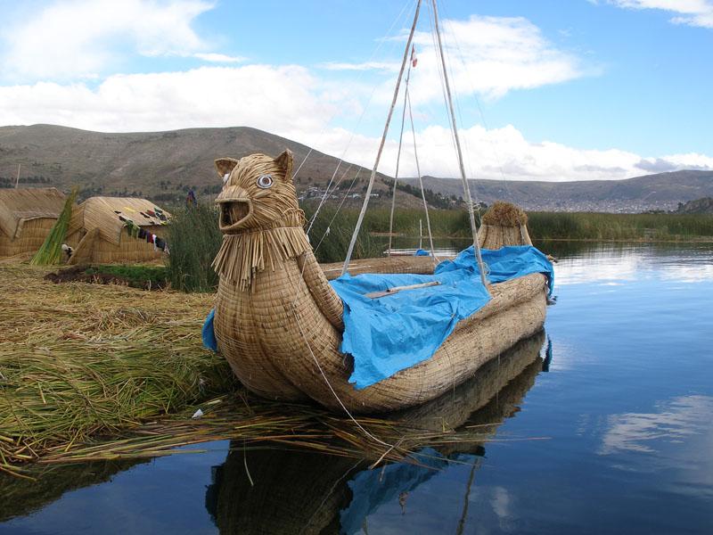 Плавучие тростниковые острова Урос на озере Титикака. Фото