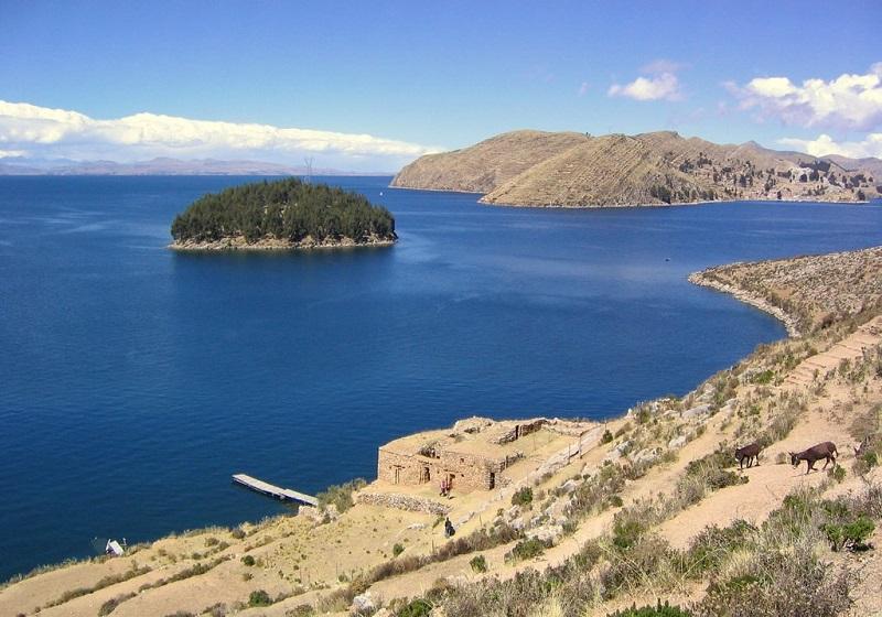 Озеро Титикака. Древние строения. Фото