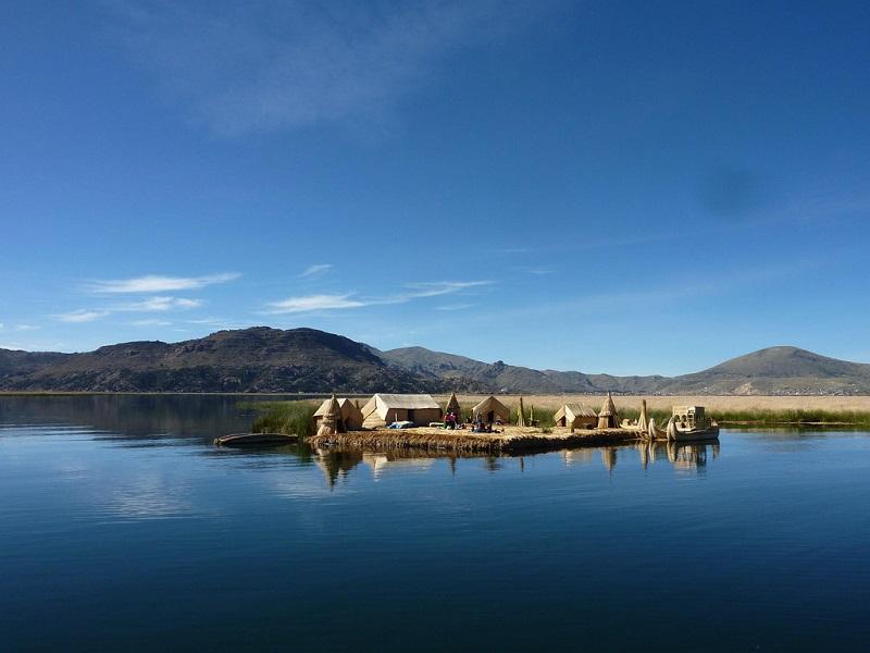 Озеро Титикака. Плавучие острова индейцев уру. Фото