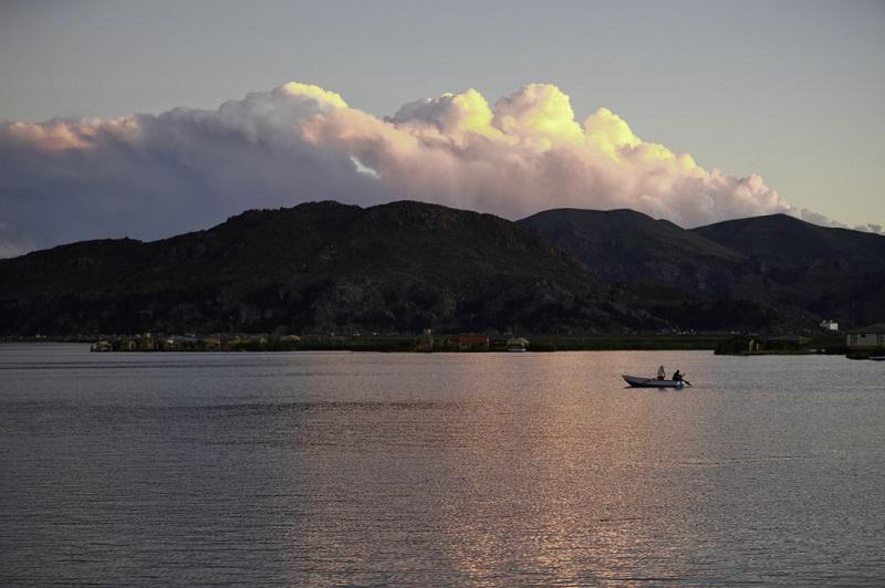Закат на озере Титикака. Фото