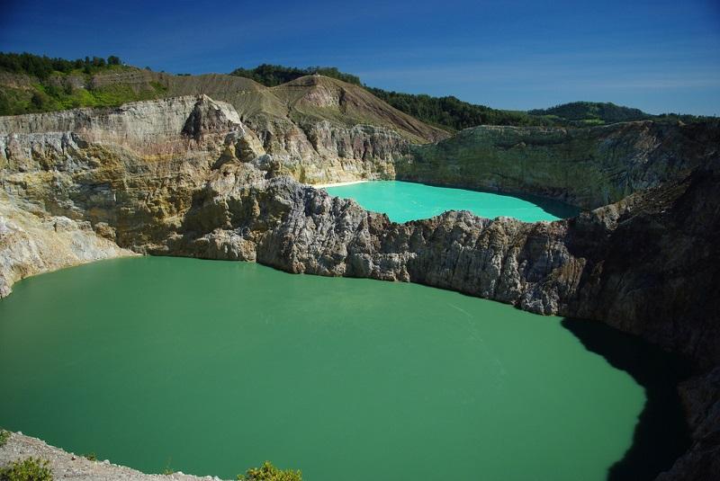Озера, меняющие цвет на острове Флорес. Индонезия