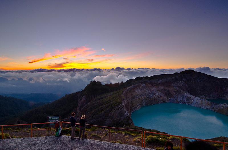 Разноцветные озера. Вулкан Келимуту. Индонезия