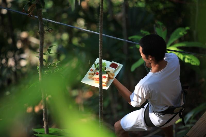 Ресторан Птичье гнездо на дереве. Курорт Сонева Кири. Таиланд