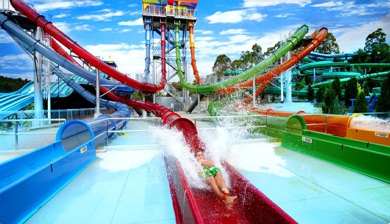 Аттракционы аквапарка Wet n` Wild Water World в Австралии. Фото