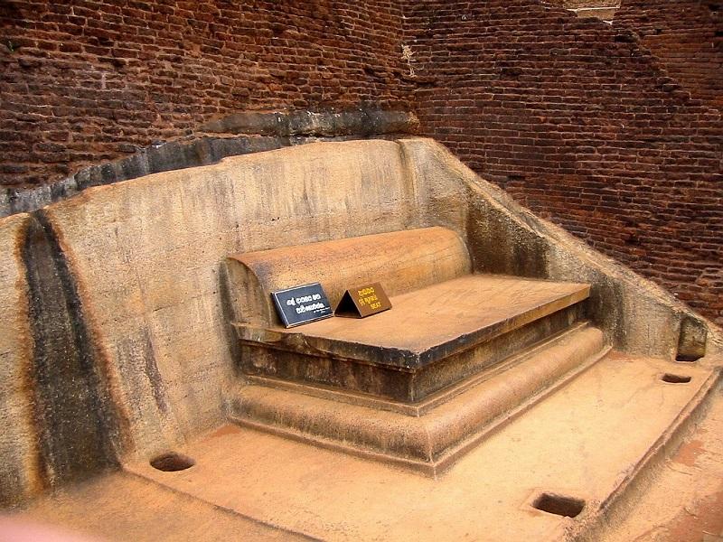 Крепость-дворец Сигирия. Шри-Ланка. Трон короля