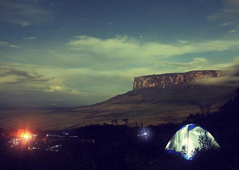Столовая гора (тепуи) Кукенан в Венесуэле. Фото