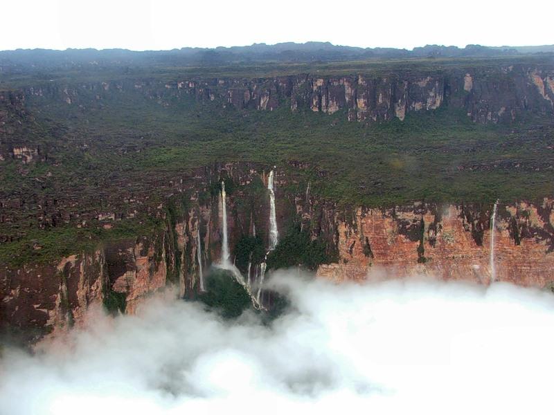 Национальный парк Канайма в Венесуэле. Тепуи. Фото
